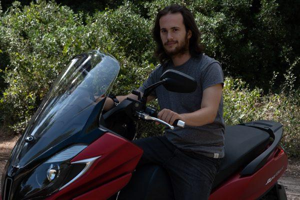 El joven que encuentra en las dos ruedas su libertad tras superar la Covid-19