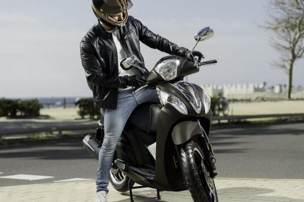 ¿Cómo aparcar la moto en las aceras de Madrid con la nueva ordenanza?