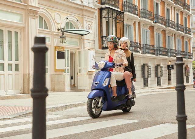 <p>Presume de scooter.</p>